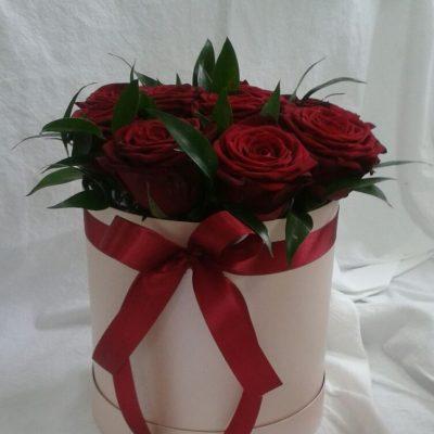 Kvetinykv Bila krabice ruze